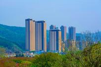 龙王塘水库观远处高层住宅建筑