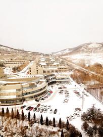 高空中俯瞰雪后的校园