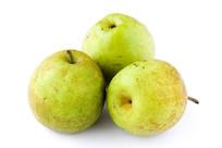 三个梨子在白色背景上