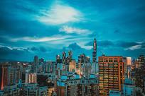 蓝色调的城市夜景
