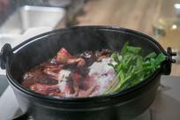 美味的砂锅牛肉煲