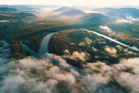森林河流云海苍茫