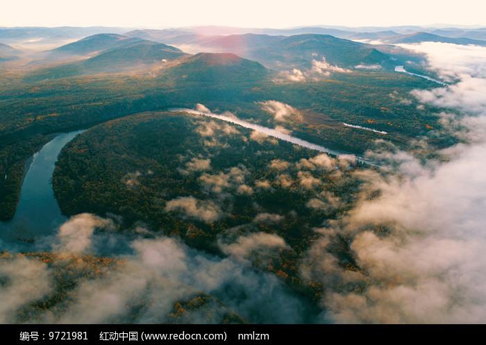 航拍大兴安岭激流河苍茫云海 图片