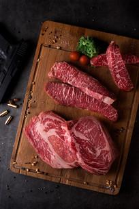 俯拍新鲜的牛肉