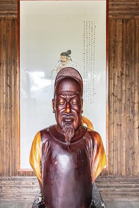 桃花潭景区汪伦木雕像