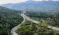 山腰上的高速公路