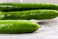 清新的绿色小黄瓜