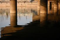 夕阳下的桥敦
