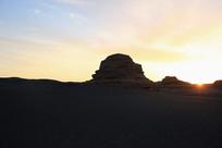 雅丹地貌日出霞光美景