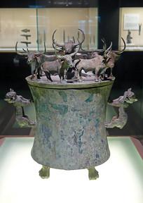 西汉八牛贮贝器