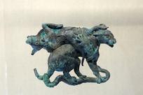 西汉虎背牛铜饰件