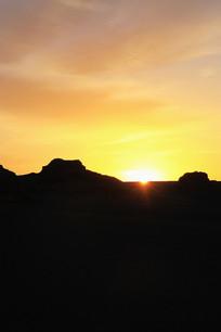 雅丹地貌红日朝霞日出美景