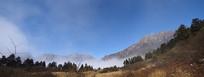 云雾中的彭州三口锅