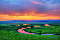 呼伦贝尔草原暮色河湾
