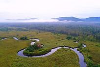 云雾中弯曲的哈乌尔河
