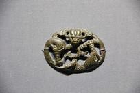 汉代青铜动物饰牌牛