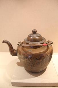 蒙古牧民提梁铜茶壶