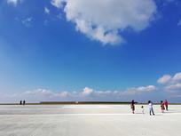 蓝天白云下的重庆巫山机场