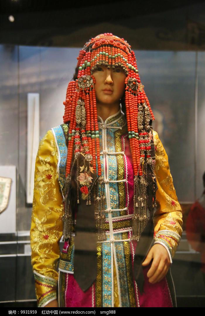 蒙古族少女民族服饰图片