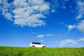 越野车草地