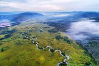 航拍云雾中弯曲的哈乌尔河