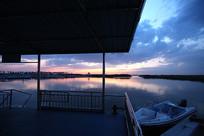 湖水与小船
