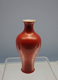 清代景德镇窑珊瑚红釉瓶
