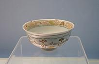 元代景德镇窑卵白釉堆花加彩碗