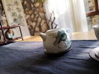 精美手绘荷花茶壶