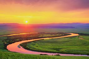 暮色苍茫的草原河流太极湾