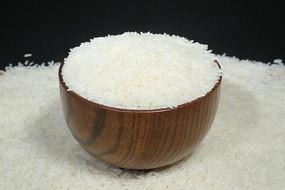 木碗装常香米大米
