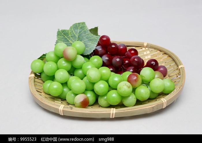 水果篮青皮红皮葡萄图片