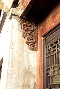 墙壁里的雀替雕花