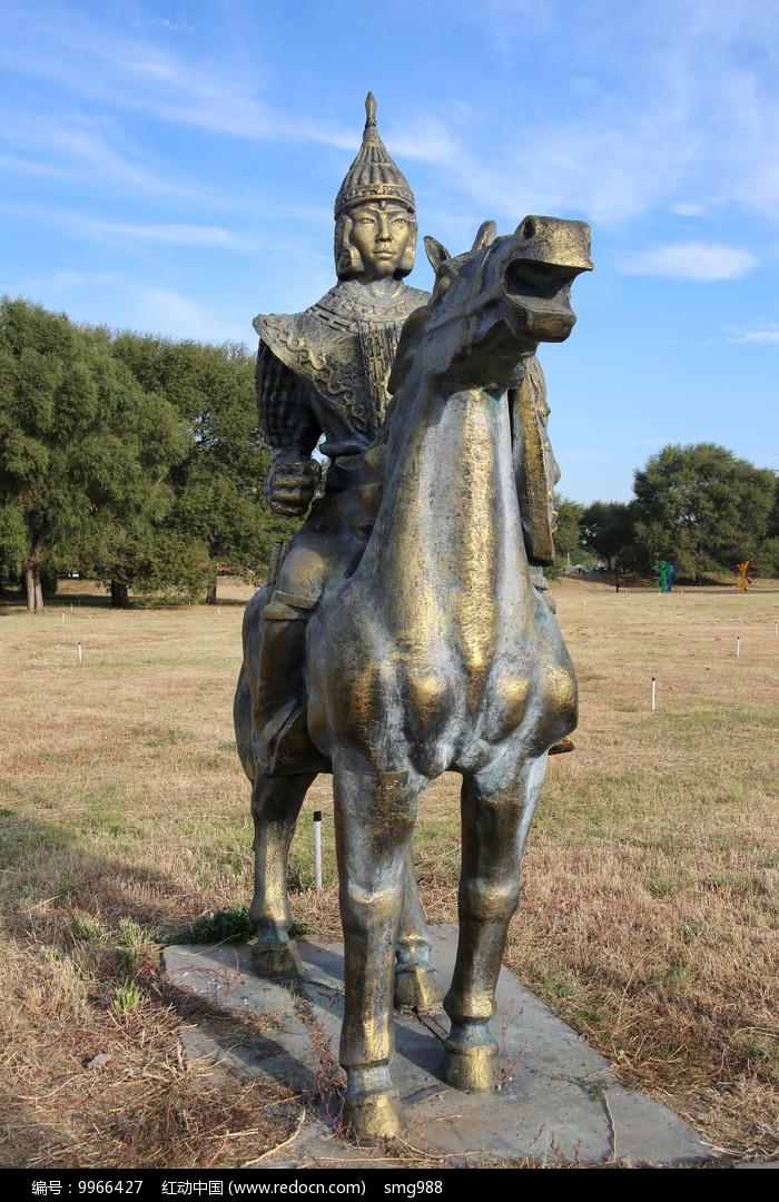 蒙古族骑兵战士雕像图片