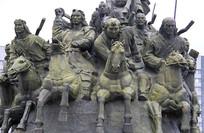 蒙古将士骑马征战雕像