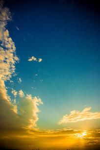竖版天空背景图