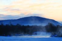 冰封河流冬天朝阳风景