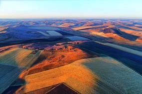 航拍秋季的田野