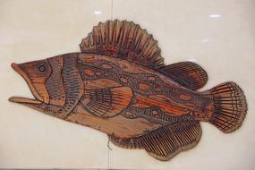 深海鱼木雕像