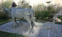 二牛抬杠犁地雕像