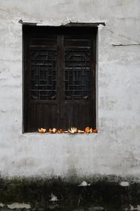 江南白墙木窗