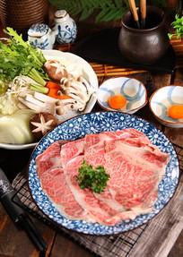 牛肉菌菇火锅料摄影图