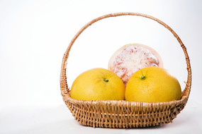 篮子里的红心柚子