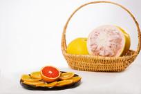 篮子里装着的柚子