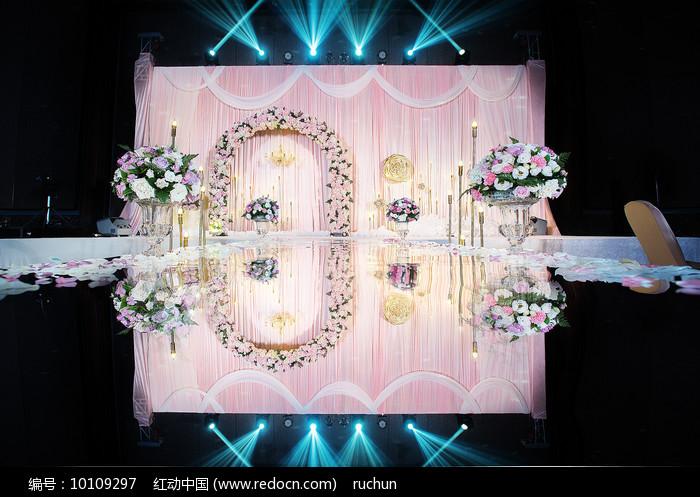 婚礼舞台布置图片