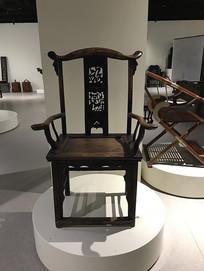 红木雕花椅子