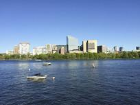 城市河流以及沿岸的高楼