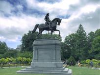 公园的骑马名人雕像