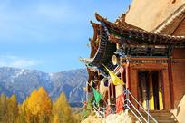 马蹄寺远处雪山