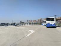 空旷公交站